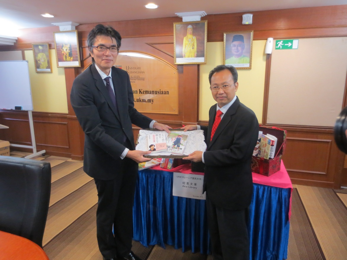 Director Of Japan Information Service The Embassy To Prof Dato Dr Roslan Abd Shukor Representative UKM Vice Chancellor